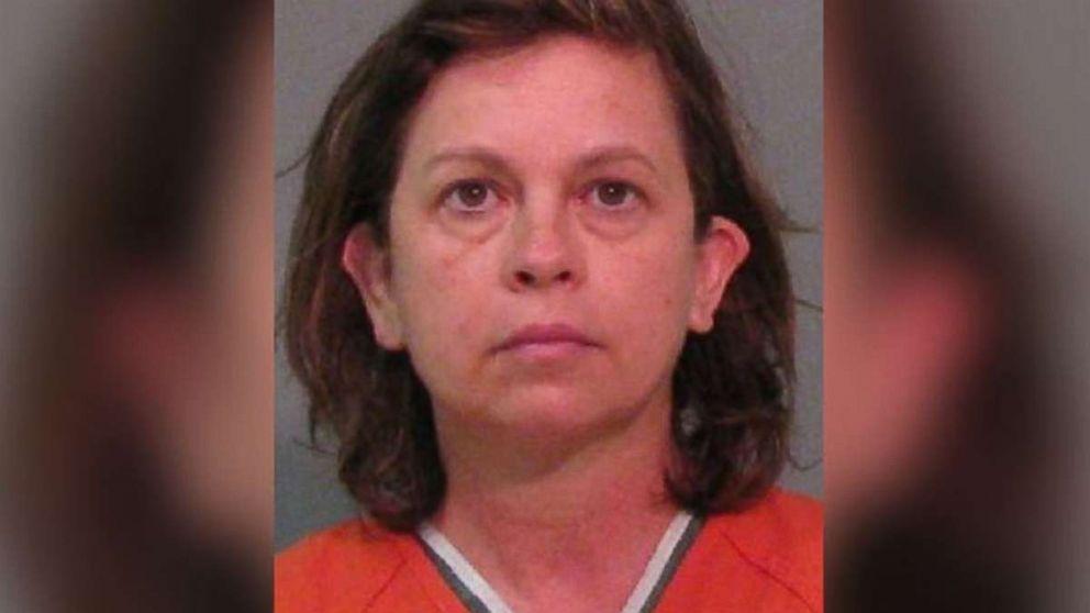 Frau zu 25 Jahren Haft verurteilt im Gefängnis für die Vergiftung Mann das Wasser mit Augentropfen