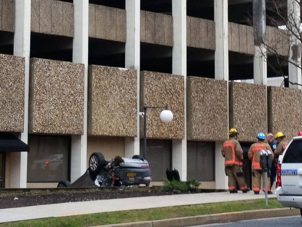 PHOTO: An SUV fell off the fourth floor of a parking garage in Towson, Maryland, on March 14, 2016, according to Baltimore County Police.