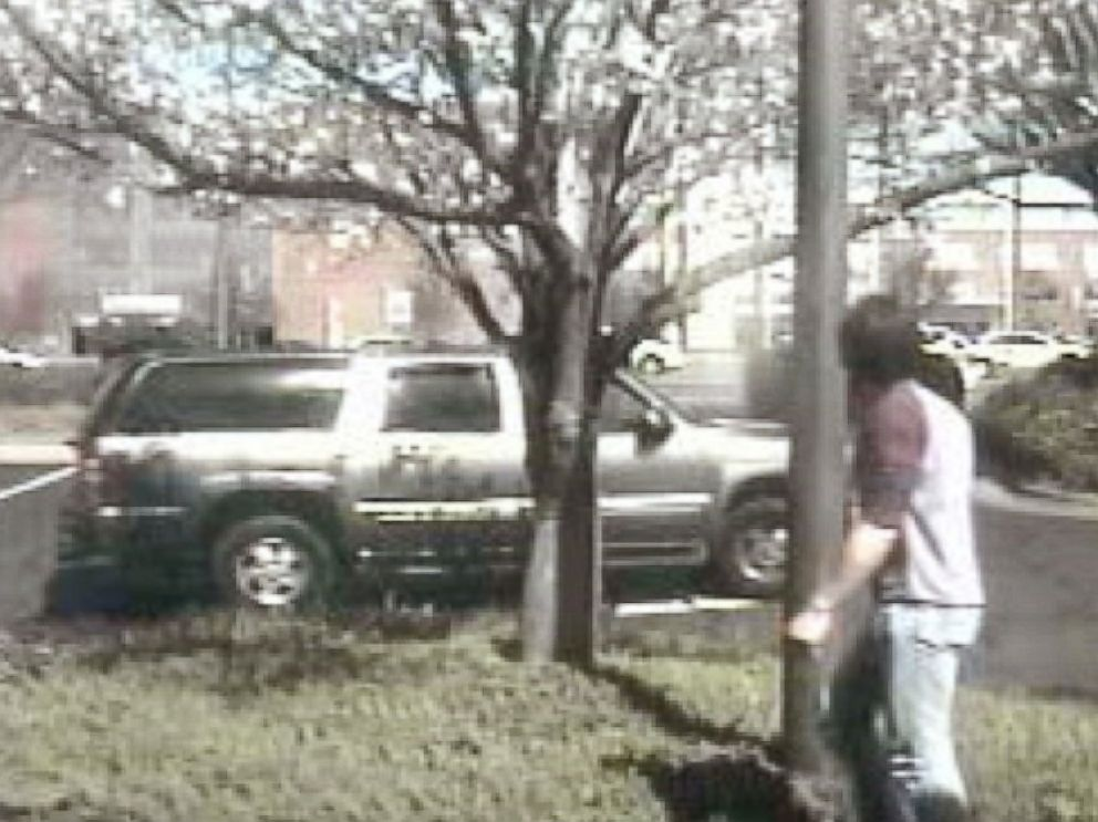 PHOTO: Police believe the suspect fled in this pictured gray Chevy Suburban on Mar. 16, 2015.