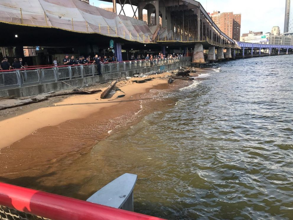 PHOTO: Tourists from Oklahoma discovered a baby lying unconscious and unresponsive near the Manhattan side of the Brooklyn Bridge.  Police believe they located mother of baby found dead in New York river HT dead baby2 180806KA hpMain 4x3 992