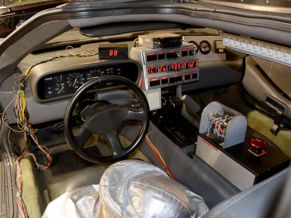 chicago cubs hold the keys to the 39 back to the future 39 delorean car abc news. Black Bedroom Furniture Sets. Home Design Ideas