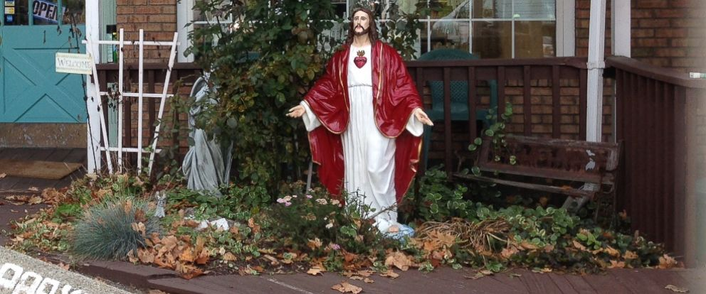 PHOTO: A Jesus statue was taken from Angels & Company in Monroe, Conn., Oct. 28, 2015 and returned with a fresh coat of paint four days later.