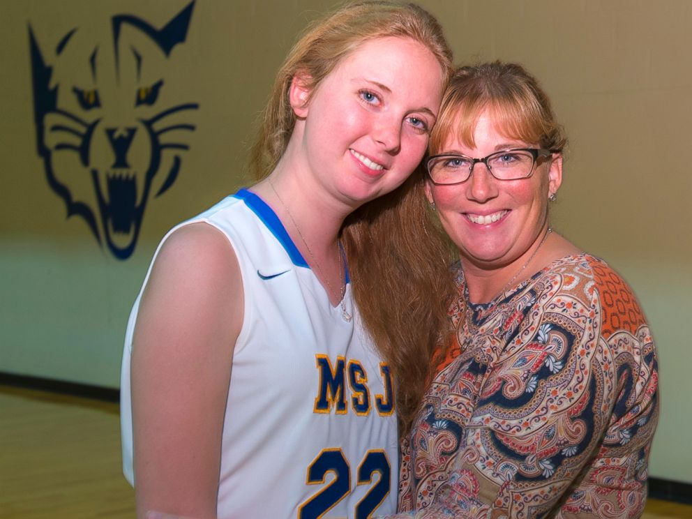 PHOTO: Brain cancer patient Lauren Hill, 19, played her first college basketball game, Nov. 2, 2014.
