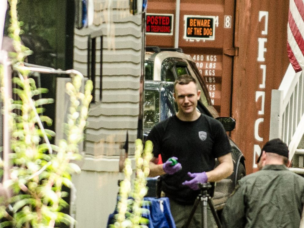 PHOTO: Police begin dismantling a shipping container outside the Gorham, NH home of Nathaniel Kibby