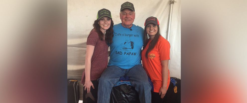 PHOTO: Thousands of people across the U.S. went to Papaws cookout in Oklahoma on Saturday, March 26, 2016. They waited in line to take selfies with Papaw and to eat one of his famous burgers.