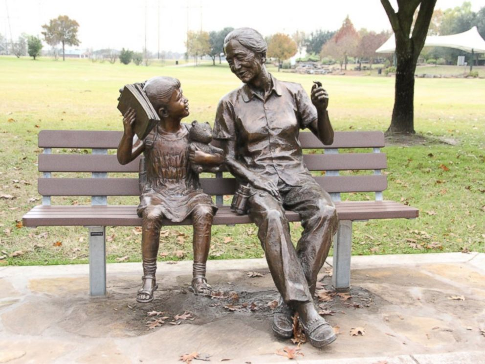 PHOTO: This city-approved statue in Sugar Land, Texas is part of a 10-piece collection donated by a resident.