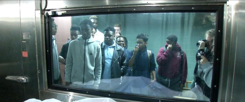 PHOTO:East New York high school students visit a morgue at Brookdale University Hospital and Medical Center to witness victims of gun violence.