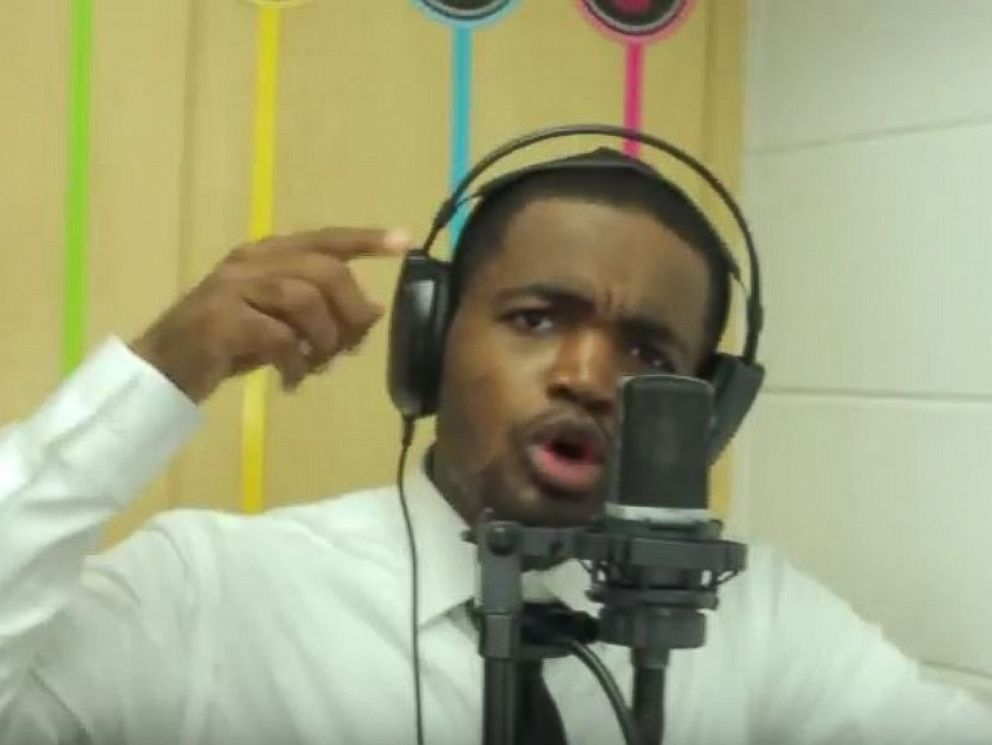 PHOTO: First-year Chicago teacher Dwayne Reed created a rap song to welcome his students to the fourth grade.