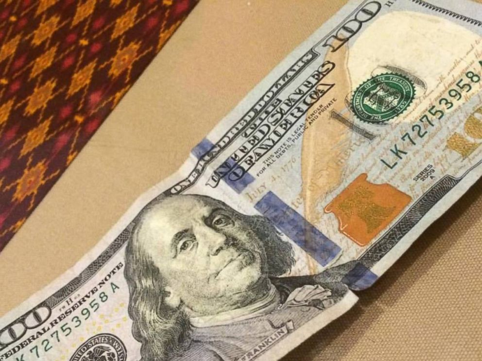 PHOTO: A waitress in Texas received a $100 bill as a tip after paying for a deputys meal.
