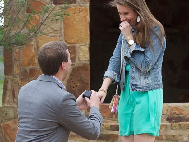 PHOTO: Hudson Hoyle proposes to college girlfriend Katelyn Kainer.