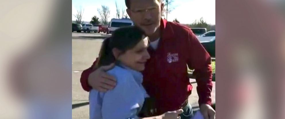 PHOTO: Gary Tackett is seen with Cindi Grady, a waitress at a Cracker Barrel in Branson, Mo.