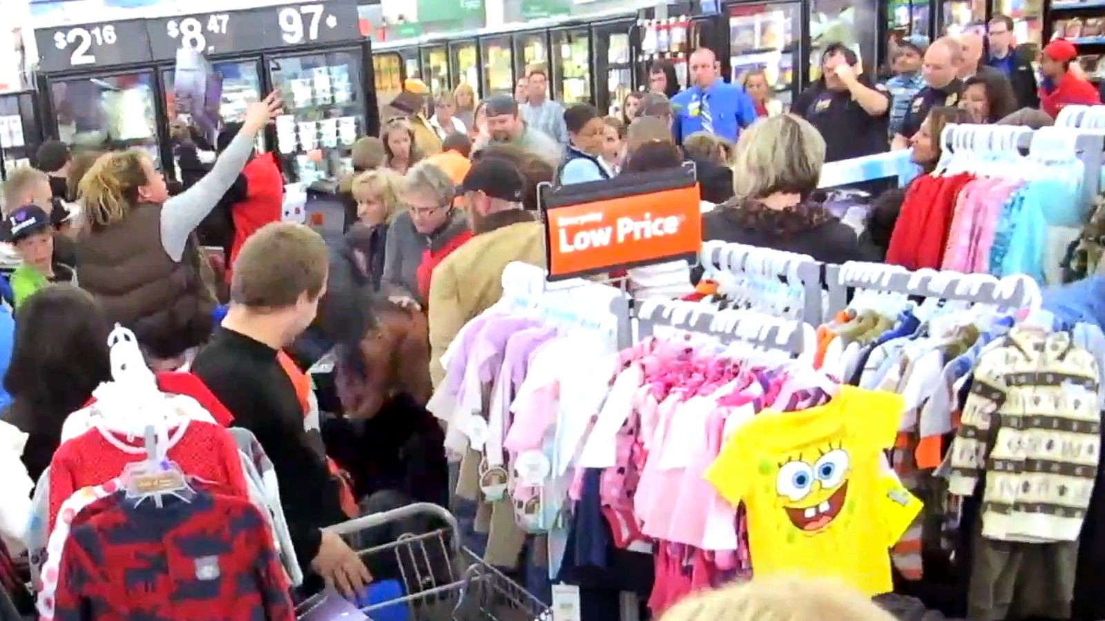 Black Friday Turns Dark As Twitter Websites Track Injuries Fights Deaths Abc News