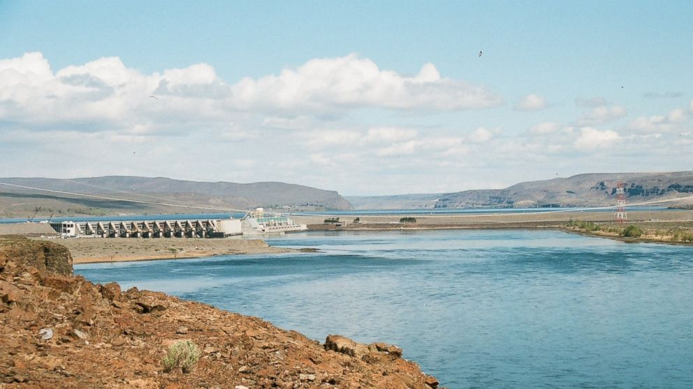 A crack discovered in Wanapum Dam leads to emergency procedures.