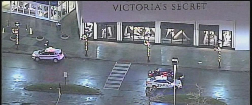 PHOTO: The Mall St. Mathews in Louisville, Kentucky, shut down early Saturday night after reports of disturbances by teenagers.