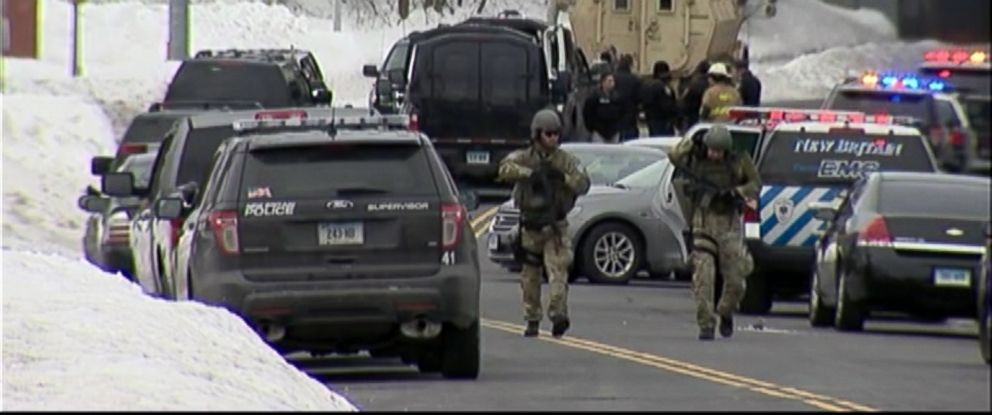 PHOTO: Police respond to an incident at Achieve Financial Credit in New Britain, Conn., involving a device that was believed to be explosive, Feb. 23, 2015.