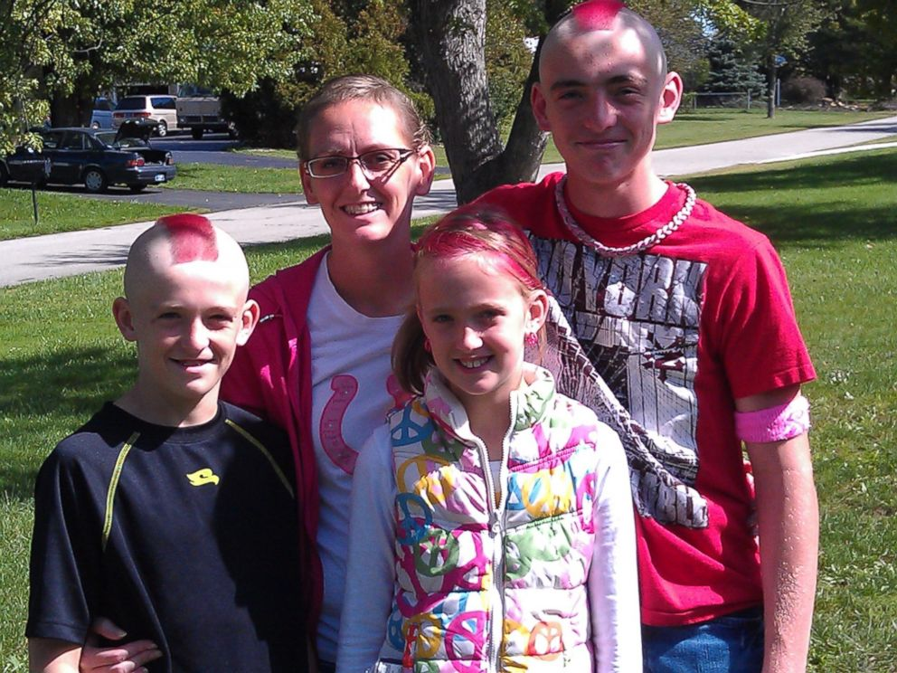 PHOTO: Stacey Foster, 33, with her children, from left to right, Trevor, 11, Jairis, 9 and Caleb, 14. All have dyed their hair pink in support of their mother.