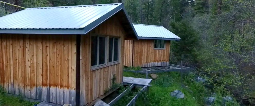 PHOTO: Tennessee teen Elizabeth Thomas and her former teacher, Tad Cummins, were were found in one of these two cabins pictured in rural Siskiyou County, California, on April 20, 2017.