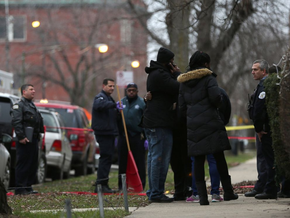 PHOTO: Chicago police talk with relatives of one of the victims as they investigate a double shooting by one of their own, Dec. 26, 2015.