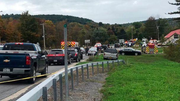 https://s.abcnews.com/images/US/Limousine-crash-02-as-ap-181008_hpMain_16x9_608.jpg