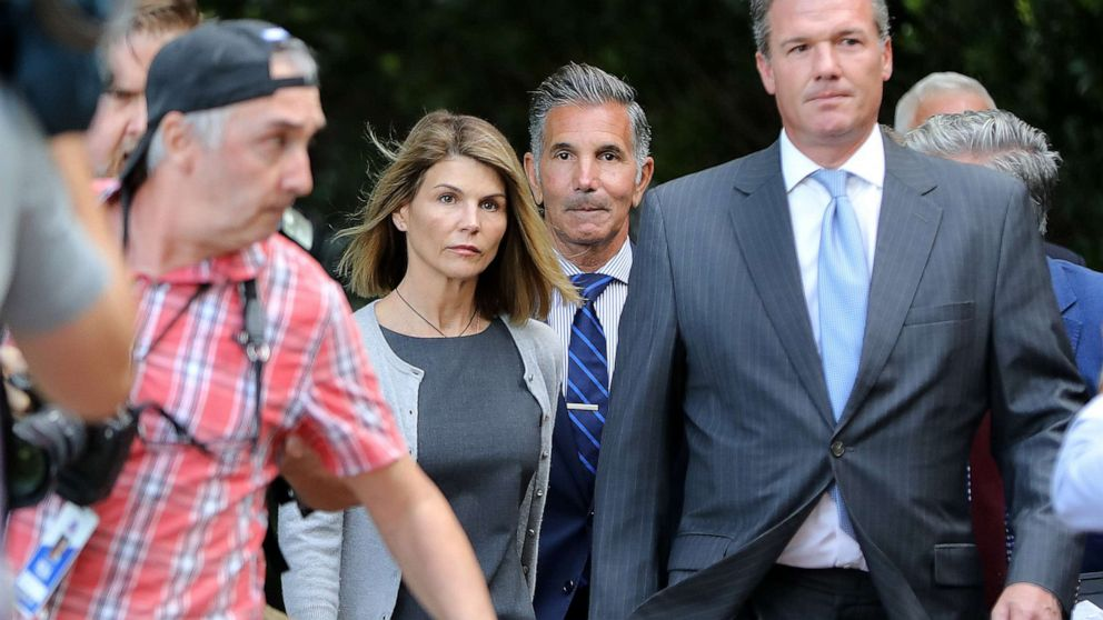 Lori Loughlin, husband rejected 'legitimate approach' to get daughter into USC: Prosecutors