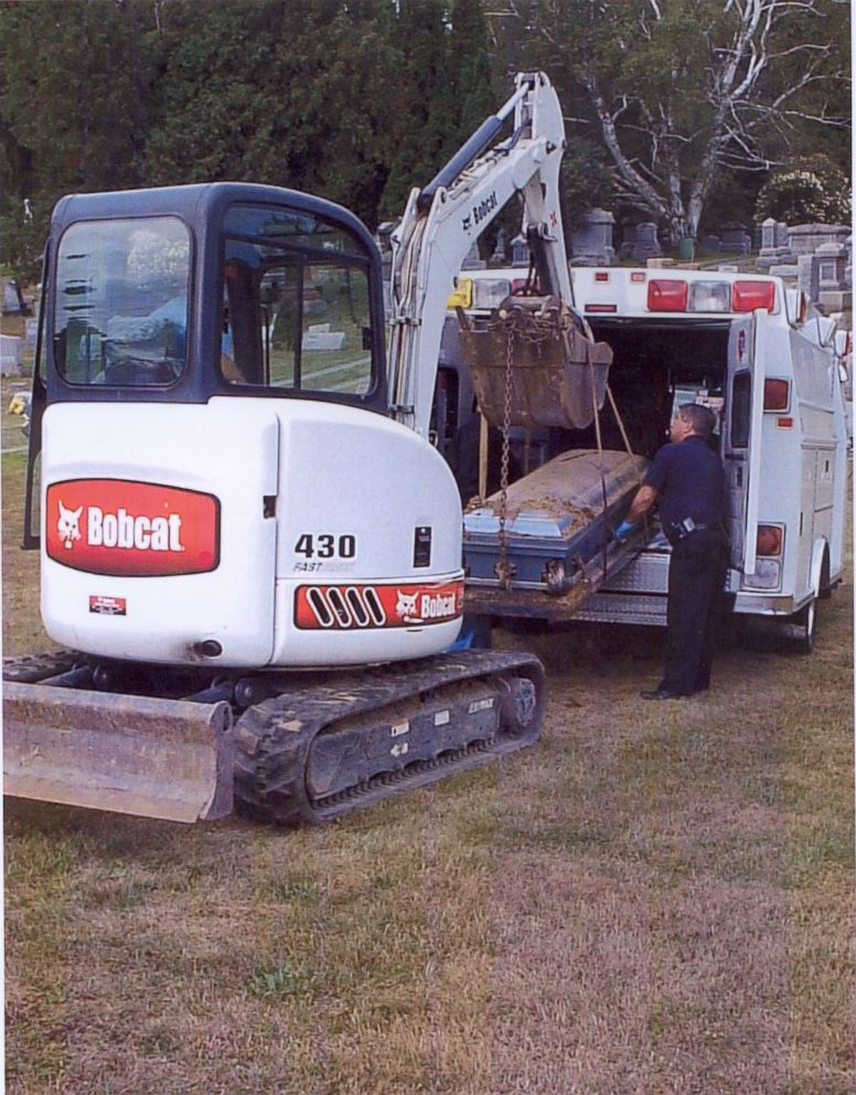 PHOTO: Michael Wallace's body is exhumed on Sept. 5, 2007 so investigators could examine it for signs of anti-freeze poisoning.