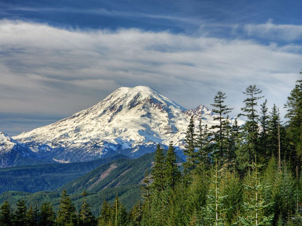 ea0c7e2df25 4 climbers rescued from Mount Rainier's Liberty Ridge after being ...