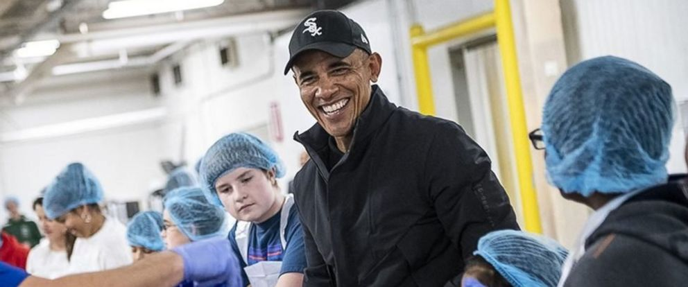 PHOTO: Barack Obama made a surprise visit to the Greater Chicago Food Depository in Chicago on Wednesday, Nov. 21, 2018.