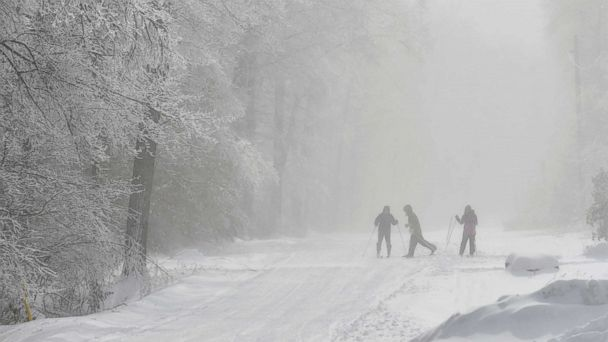 https://s.abcnews.com/images/US/Pennsylvania-cold-skiers-ap-ps-190122jpg_hpMain_16x9_608.jpg