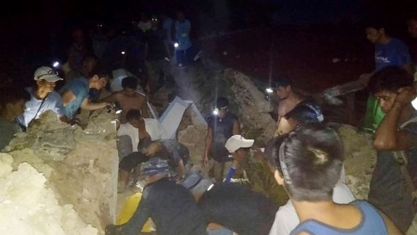Back-to-back earthquakes strike Philippines killing 8 and injuring at least 63