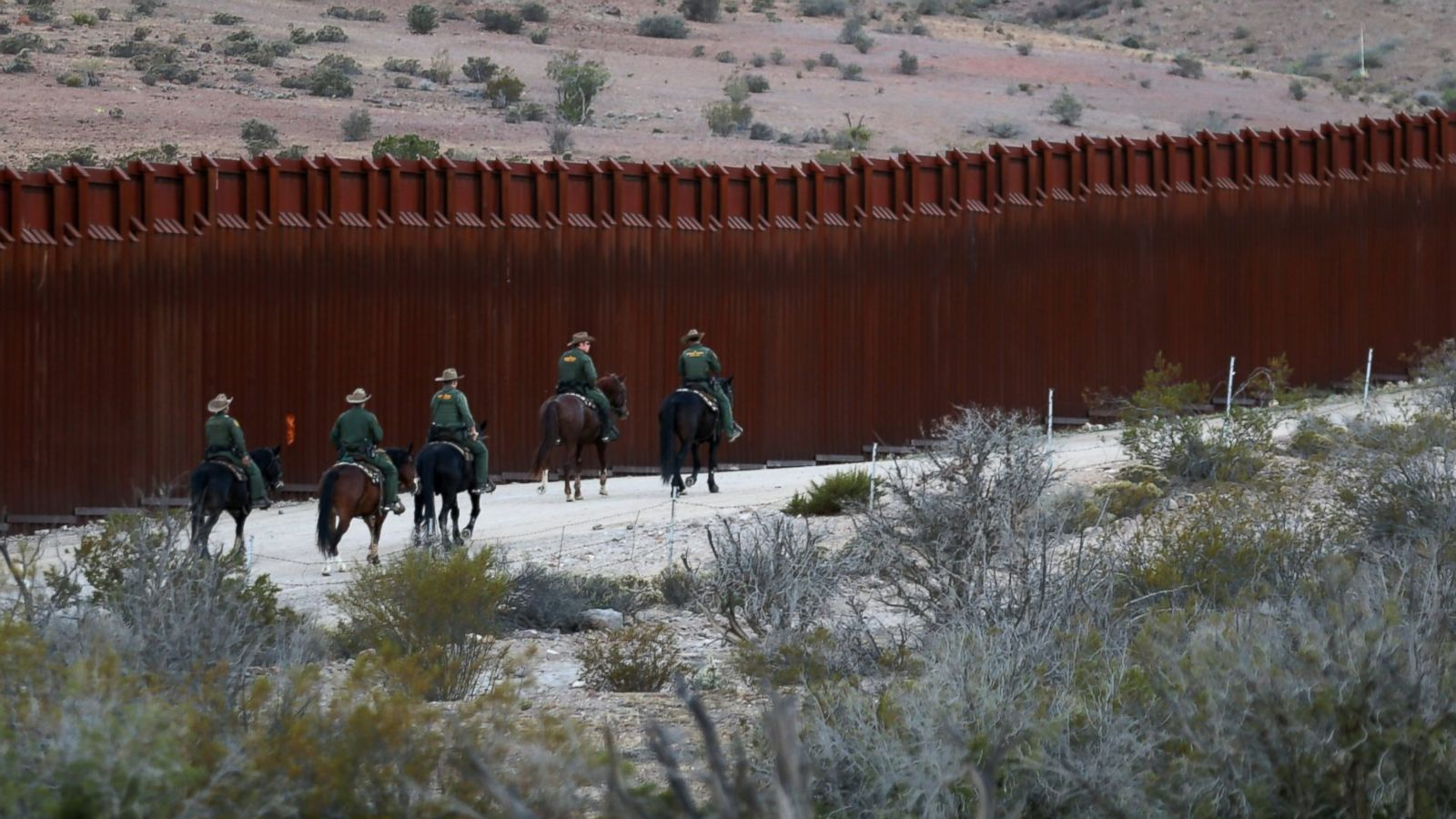 retiring border chief calls trumps wall a waste of time money abc news