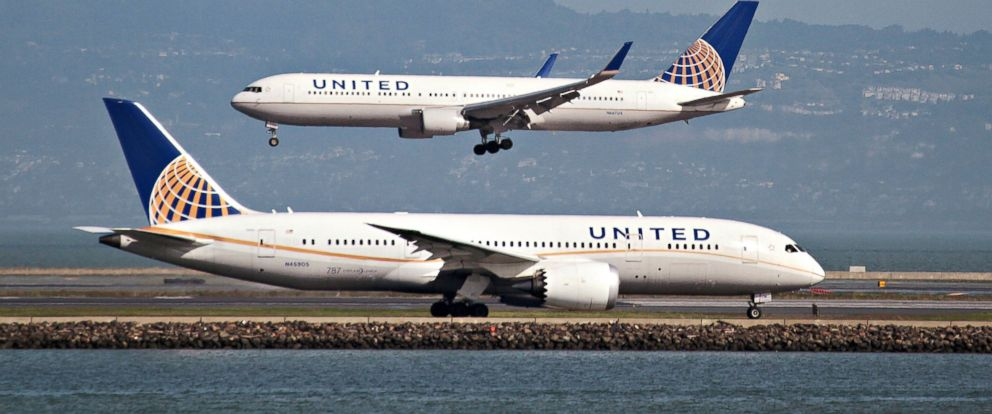 PHOTO: A United Airlines Boeing 787 taxis as a United Airlines Boeing 767 lands at San Francisco International Airport, Feb. 7, 2015.