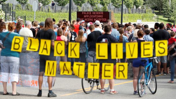 Minnesota Police Officer Who Fatally Shot Philando Castile Back on Administrative Leave