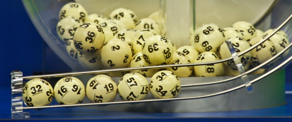 PHOTO: The winning Powerball numbers are shown after being drawn at the Florida Lottery studio in Tallahassee, Florida Jan. 9, 2016.