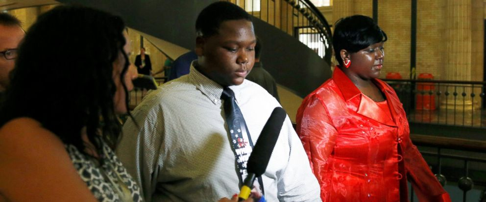PHOTO: Cameron Sterling, son of Alton Sterling who was killed by police in Baton Rouge, Louisiana, arrives with his mother Quinyetta McMillan, right, at Union Station in Washington, July 14, 2016.