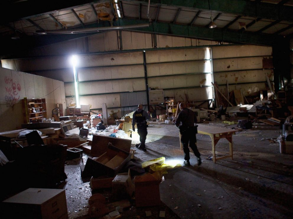 PHOTO: Police officers search the hangar within the abandoned Birchwood Resort, where Eric Frein was caught on Thursday, in Tannersville, Pa., Oct. 31, 2014.