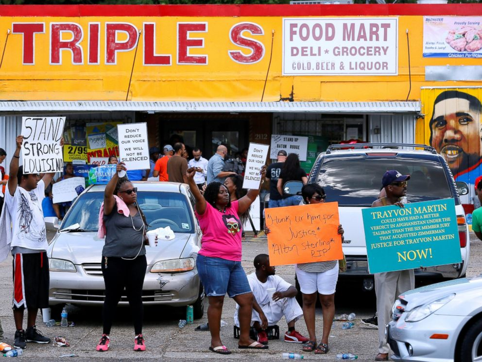 PHOTO: Protesters demonstrate outside the Triple S Food Mart where Alton Sterling was shot dead by police in Baton Rouge, Louisiana, July 7, 2016.