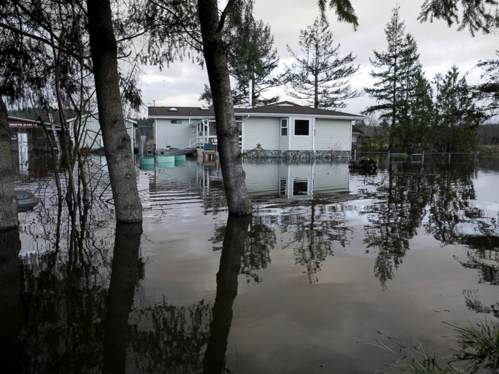 PHOTO:Flood waters of the Snoqualmie River surround a residence off State Route 203 during a storm in Carnation, Wash., Dec. 9, 2015.