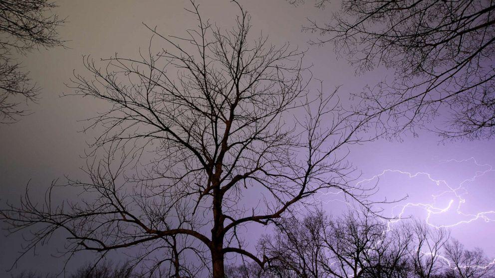 Αντίξοες καιρικές συνθήκες αναμένεται να χτυπήσει Midwest με καταστροφικές ανέμους και ανεμοστρόβιλος απειλή