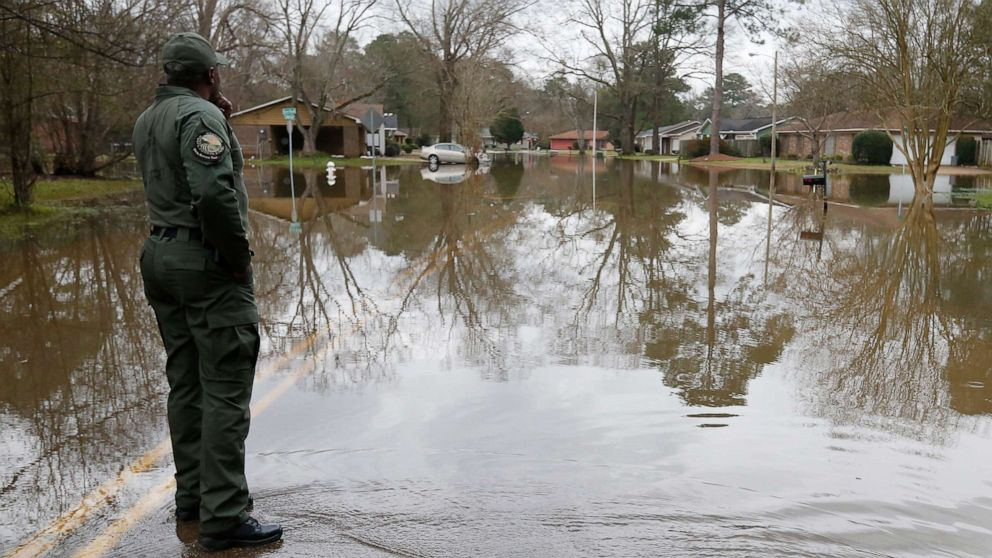 Sturm bringt Gefahr für Hochwasser und Schnee in den Süden