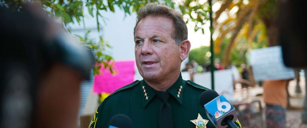 PHOTO: Broward County Sheriff Scott Israel speaks with members of the press, June 23, 2015.
