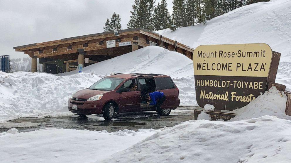 Banjir bandang, tanah longsor dan salju untuk California, cuaca yang parah mungkin di Midwest