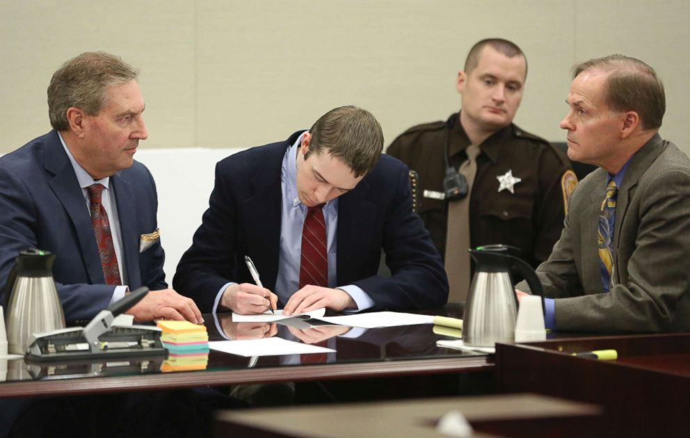 PHOTO: David Eisenhauer, center, signs a no contest plea next to his defense attorney Tony Anderson, left, during a hearing in Montgomery County Circuit Court in Christiansburg, Va., Feb. 9 2018.