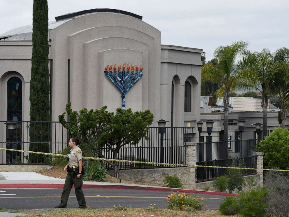 PHOTO: A San Diego county sheriffs deputy stands in front of the Chabad of Poway synagogue, April 28, 2019, in Poway, Calif.