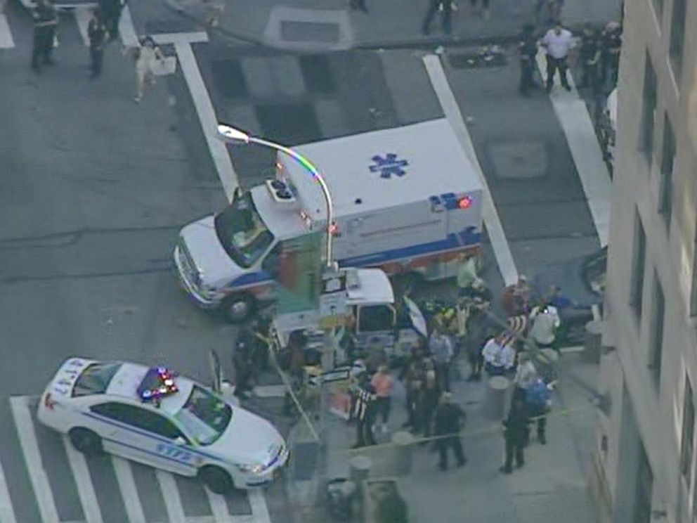 PHOTO: Aerial scene of a shooting at 201 Varick St. in New York City, Aug. 21, 2015.