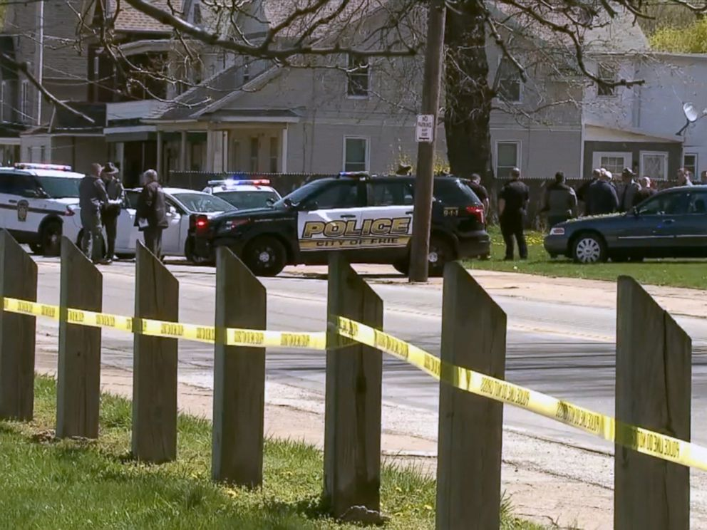 PHOTO: Law enforcement on the scene where Steve Stephens, the suspect in the Cleveland, Ohio, Facebook killing, shot and killed himself after a brief pursuit in Erie County, Penn., April 18, 2017.