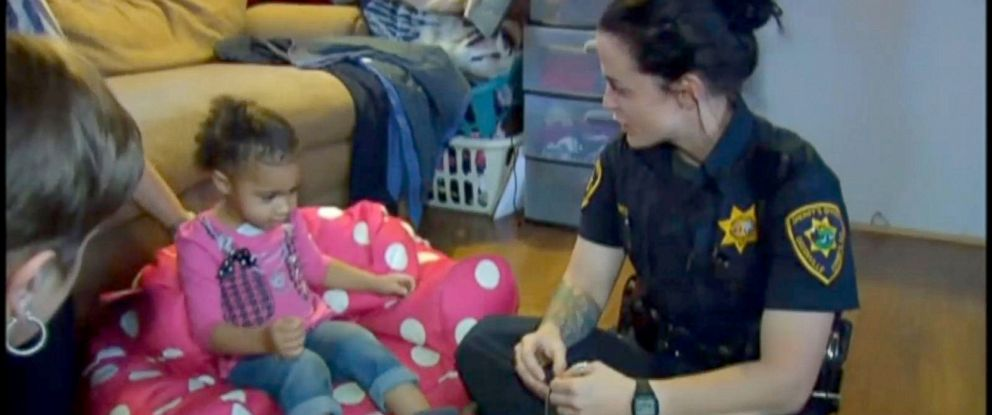PHOTO: Deputy Martha Lohnes responded to a 2-year-olds 911 call for help putting on her pants on March 2, 2016, according to the Greenville County Sheriffs Office in South Carolina.