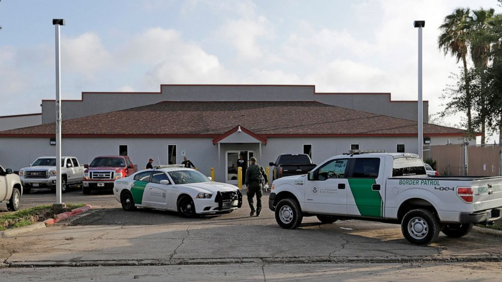 US border center scrutinized after teen found with preemie thumbnail