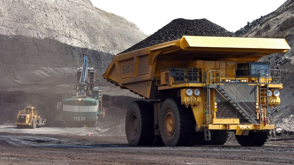 Deal reached in dispute that shuttered large US coal mine thumbnail