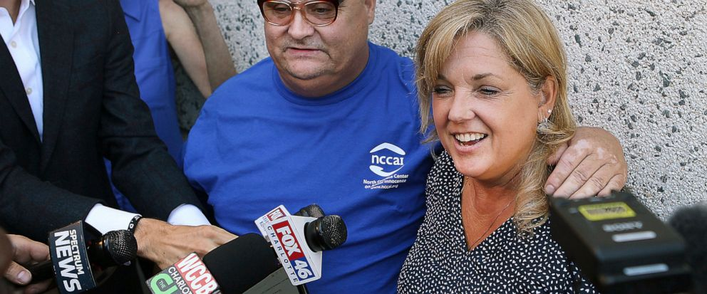 Mark Carver, left, and his attorney Cris Mumma talk with the media outside the Gaston County Jail in Gastonia, N.C., Tuesday, June 11, 2019, after Carver was released on bond pending his new trial for the 2008 murder of Ira Yarmolenko. (John Clark/Th