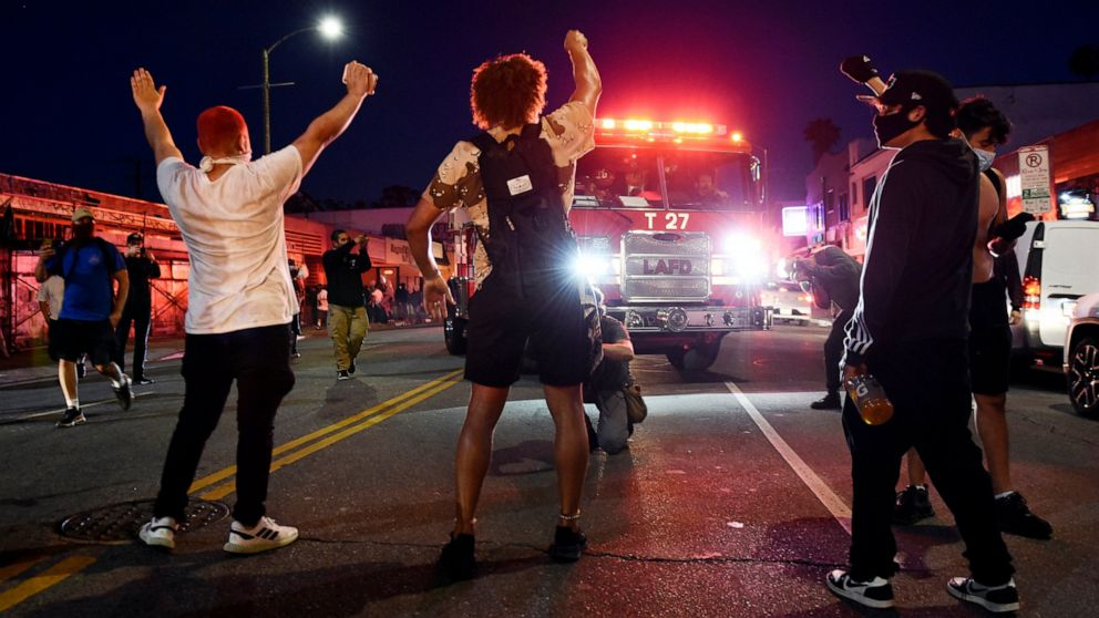 'We're sick of it': Anger over police killings shatters US thumbnail